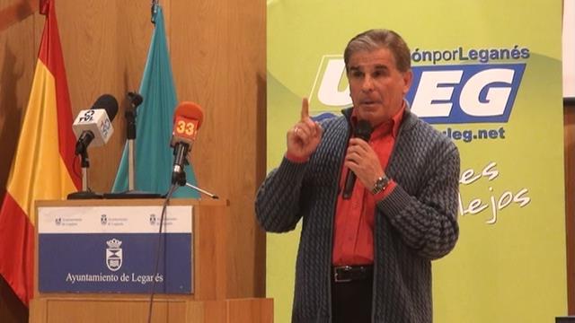 El actor, Pedro Ruiz, dirigiéndose a los presentes, también fue galardonado
