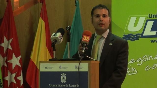 Carlos Delgado, presidente de ULEG y de la Confederación de Agrupaciones Políticas Independientes-CAPI, dirige un discurso a los presentes