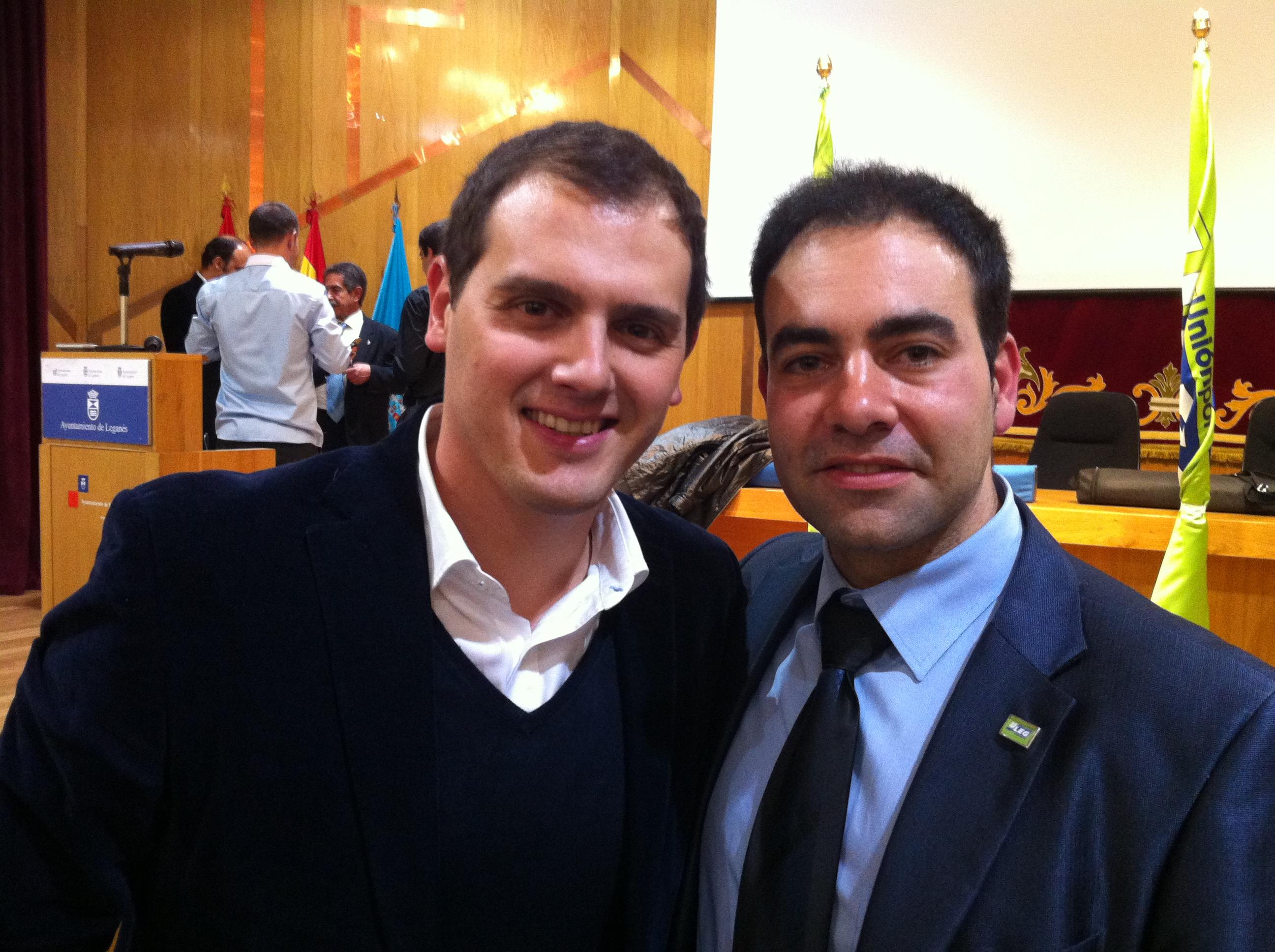 El edil de ULEG, Ricardo López con Albert Rivera (Ciudadanos)