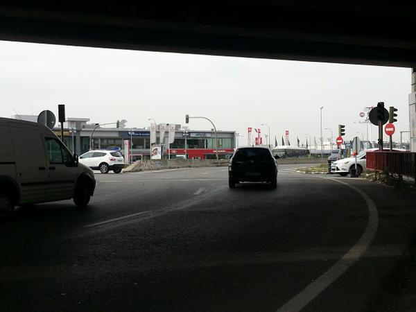 Rotonda ciudad automovil