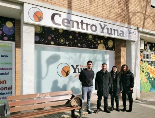 """ULEG dona un centenar de libros y DVD's a la Asociación Yuna dentro del """"Proyecto Leganés"""""""