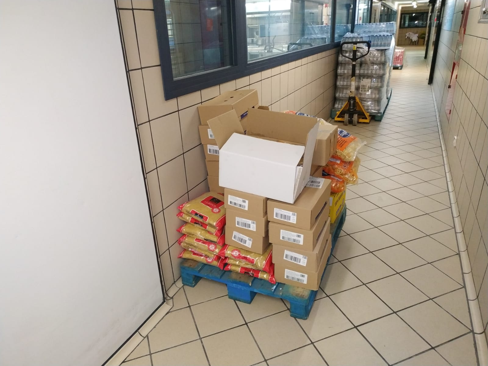 COVID-19. ULEG dona alimentos al Hospital Severo Ochoa