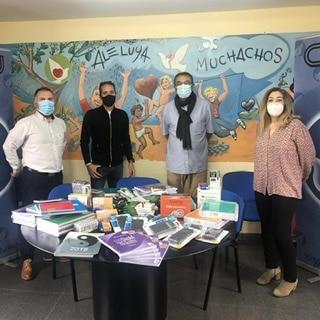 ULEG y la Fundación la Sonrisa de Álex donan material escolar a la CEMU
